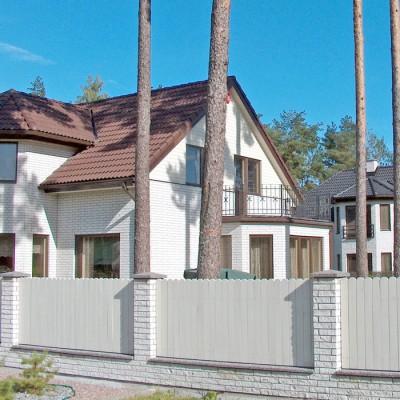En fasad med rakhugget mexitegel.